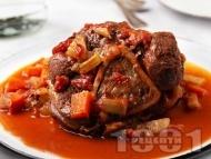 Рецепта Осо буко с телешки джолан, бяло вино, доматено пюре, мащерка и розмарин (телешко задушено особуко)